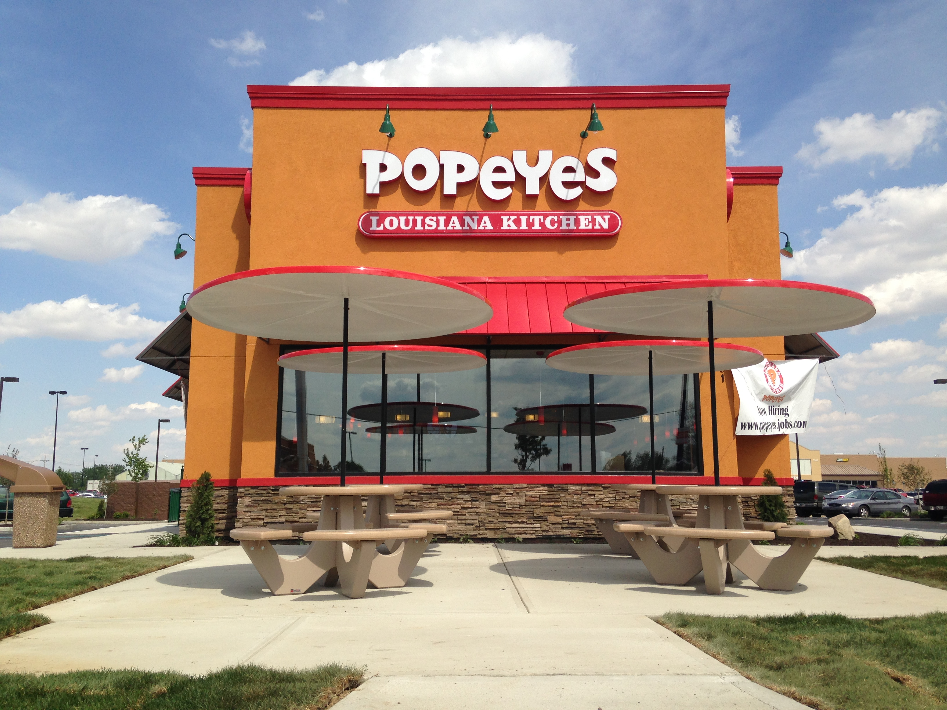 The first Popeyes location was opened by Al Copeland, Sr., in the New Orleans suburb of Arabi in It's there that Popeyes distinguished itself with our unique New Orleans style menu featuring spicy chicken, chicken tenders, fried shrimp and other regional items.